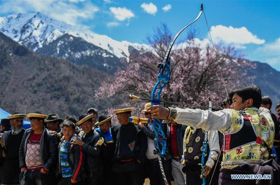 People take part in a competition during a kick-off ceremony for tourism season in Gongbo'gyamda County, southwest China's Tibet Autonomous Region, April 15, 2018. (Xinhua/Liu Dongjun)
