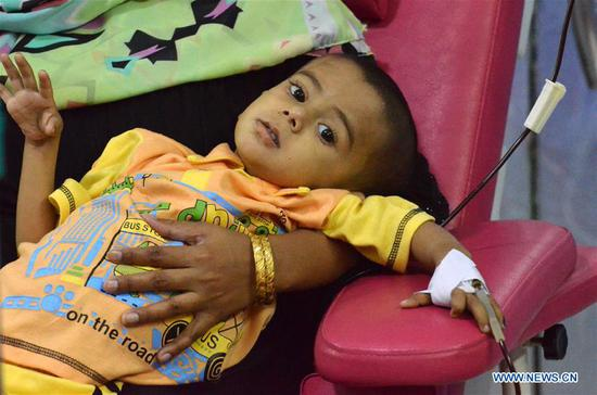 A Pakistani patient suffering from thalassemia receives blood at a medical center on World Thalassemia Day in eastern Pakistan's Lahore on May 8, 2018. Thalassemia, also called Mediterranean anemia, is an inherited and non-infectious blood disorder. (Xinhua/Jamil Ahmed)