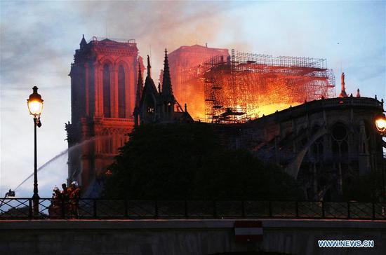 """巴黎圣母院大教堂发生""""可怕""""火灾 1"""