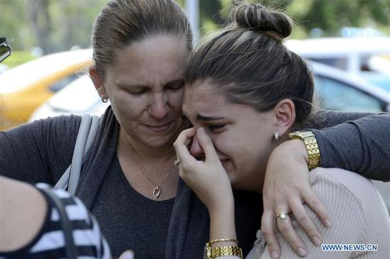 Relatives of the victims of the airplane crash weep outside the Institute of Legal Medicine of Havana in Havana, Cuba, on May 19, 2018. Cuba confirms here on Saturday that 110 were dead from Friday's Boeing 737 crash close to Havana's Jose Marti International Airport. (Xinhua/Joaquin Hernandez)