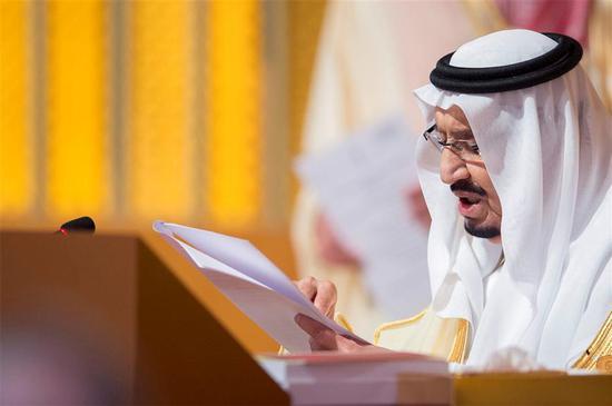 Saudi Arabia's King Salman bin Abdulaziz Al Saud talks during the opening of 29th Arab Summit in Dhahran, Saudi Arabia April 15, 2018.