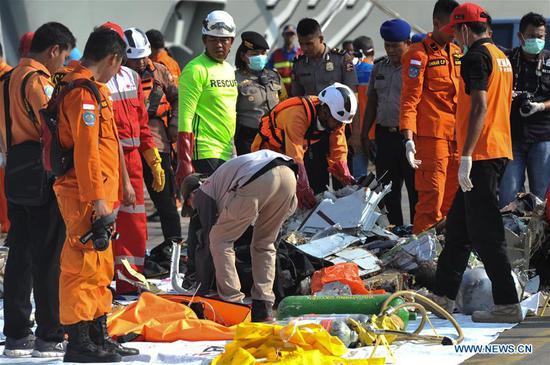 印度尼西亚坠毁飞机上的189人可能已经死亡:搜救机构 2