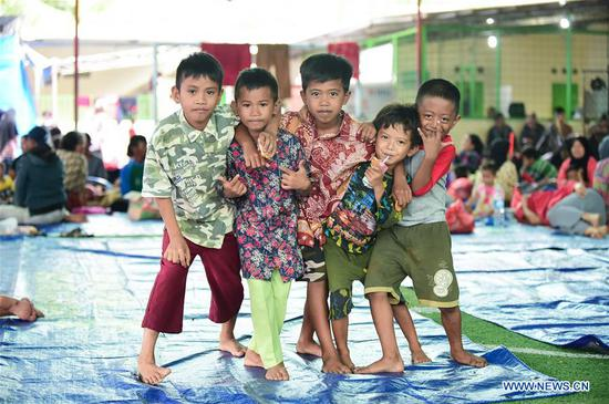 Children are seen at a temporary shelter in Labuan of Pandeglang in Banten Province, Indonesia, Dec. 25, 2018. Casualty from the tsunami triggered by a volcanic eruption in Sunda Strait in Indonesia climbed to 429 people, and 16,802 others were displaced. (Xinhua/Du Yu)