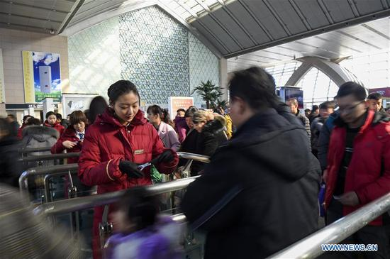 Railway attendants check tickets at Yinchuan Railway Station in Yinchuan, northwest China's Ningxia Hui Autonomous Region, Feb. 4, 2019. People from various industries stick to their posts on the eve of the Spring Festival which falls on Feb. 5 this year. (Xinhua/Feng Kaihua)