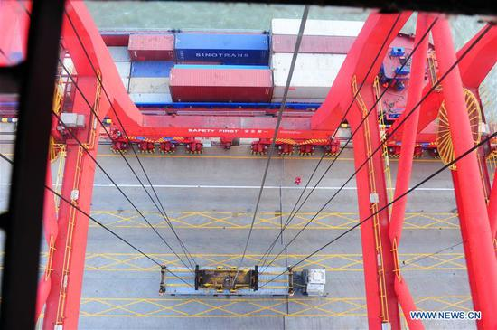 The photo shows the process of container loading by a crane driver at Zhenghe Xinggang Terminals of Taicang Port in Suzhou, east China's Jiangsu Province, Feb. 11, 2019, the first workday after Spring Festival holiday. (Xinhua/Ji Haixin)