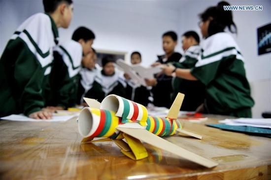 Students of No. 3 High School of Shuangluan District make spacecraft models with waste materials under the guidance of a teacher in Chengde, north China's Hebei Province, April 24, 2019. Since 2016, China has set April 24 as the country's Space Day. The various activities on Space Day have become a window for the Chinese public and the world to get a better understanding of China's aerospace progress. (Xinhua/Wang Liqun)