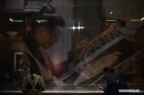 苏州刺绣展在北京举行 1