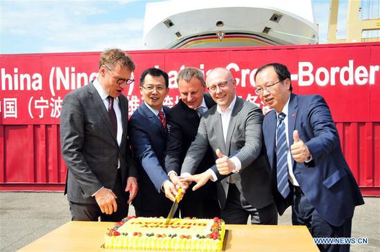 Sun Yinglai (2nd L), Charge d'Affaires of the Chinese Embassy in Latvia, Latvian Economics Ministry' State Secretary Eriks Eglitis (2nd R), and Andris Ozols (1st L), head of the Latvian Investment and Development Agency, attend a ceremony to launch the China (Ningbo)-Latvia Cross-border E-commerce Hub in Riga, Latvia, on May 20, 2019. The China (Ningbo)-Latvia Cross-border E-commerce Hub was launched in a ceremony at the Baltic Container Terminal in Riga on Monday. (Xinhua/Janis)