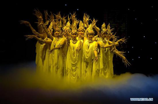 Dancers perform classic scenario of the Chinese dance drama