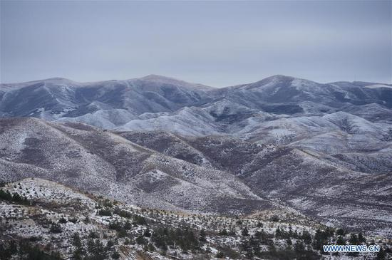 Photo taken on Oct. 24, 2019 shows snow scenery of the Daqing Mountain, which lies to the north of Hohhot, north China's Inner Mongolia Autonomous Region. (Xinhua/Li Zhipeng)