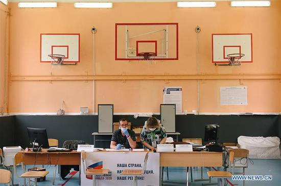 Workers wait for voters in a school's basketball court during the main day of a week-long referendum on constitutional amendments in Moscow, Russia, July 1, 2020. Russia held a referendum between June 25 and July 1 on a set of constitutional amendments, which, if passed, will enable Putin to participate in the 2024 presidential race. (Xinhua/Evgeny Sinitsyn)