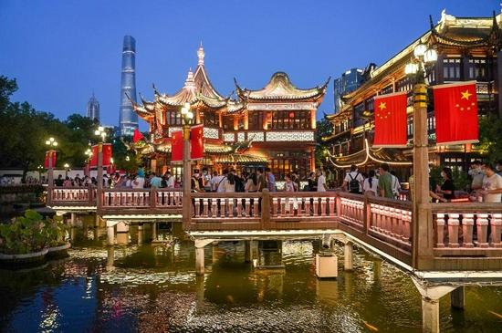 People visit the Yuyuan Garden during the week-long National Day holiday in Shanghai, east China, Oct. 2, 2021. (Xinhua/Wang Xiang)