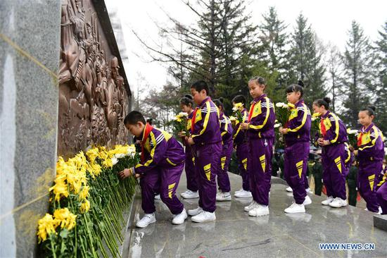 Students lay flowers to a martyrs' monument in Linjiang, northeast China's Jilin Province, April 3, 2018. People mourn for the deceased as the Qingming Festival, the Chinese tomb-sweeping day, approaches. (Xinhua/Jiang Dehong)