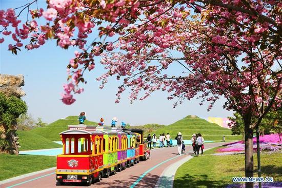 Photo taken on April 8, 2018 shows scenery in Zhou Ji Expo Garden in Nantong City, east China's Jiangsu Province. (Xinhua/Xu Congjun)