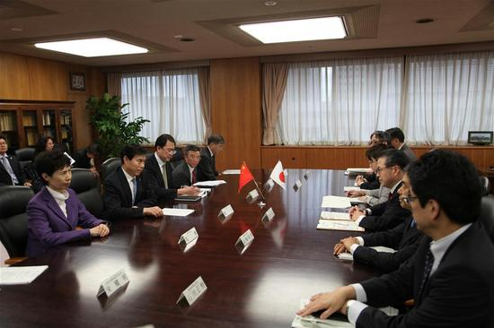 Chinese Minister of Commerce Zhong Shan meets with Japanese Minister of Economy, Trade and Industry Hiroshige Seko in Tokyo, Japan, on April 15, 2018. (Xinhua)
