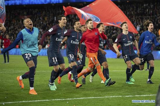 Players from Paris Saint-Germain celebrate after the match against Monaco of French Ligue 1 2017-18 season 33rd round in Paris, France on April 15, 2018. Paris Saint-Germain won Monaco with 7-1 at home and won the championship. (Xinhua/Jack Chan)