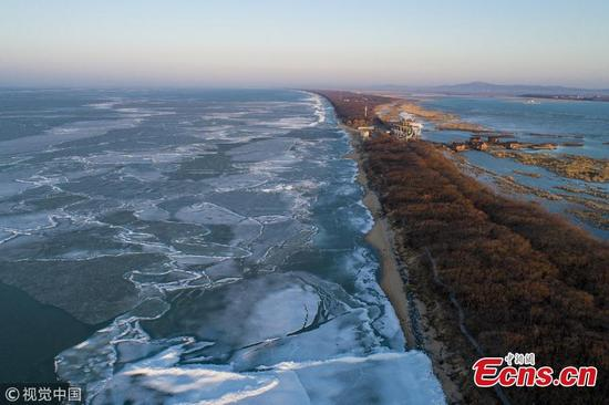 Ice is melting in Xingkai Lake, which runs along the border of China and Russia in northeast China's Heilongjiang province. Stunning views of cracked ice have drawn visitors from far and wide to witness the awe inspiring scenery. The freshwater lake boasts a variety of fish and birds, as well as a large territory of wetlands. Due to its location in relatively high latitude, the lake starts to freeze from the end of November and begins to thaw from April. (Photo/VCG)