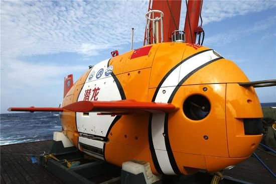 China's self-developed 4,500-meter-level unmanned submersible Qianglong 3 will conduct its first dive in the South China Sea on Friday. It's projected to reach a depth of 3,500 meters. The orange clownfish-shaped autonomous underwater vehicle is 3.5 meters long, 1.5 meters high and weighs 1.5 tons. (Photo/Xinhua)