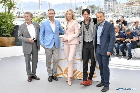 French director Robert Guediguian, Canadian director Denis Villeneuve, president of jury Australian actress Cate Blanchett, Chinese actor Zhang Zhen and Russian director Andrey Zvyagintsev pose for photos during a photocall of 71st Cannes International Film Festival in Cannes, France on May 8, 2018. (Xinhua/Chen Yichen)