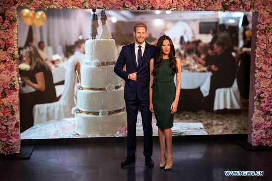 Photo taken on May 9, 2018 shows wax figures of Meghan Markle and Prince Harry at Madame Tussauds in London, Britain. A new wax figure of Meghan Markle was unveiled ahead of her wedding to Prince Harry on May 19 at Madame Tussauds London on Wednesday. (Xinhua/Ray Tang)