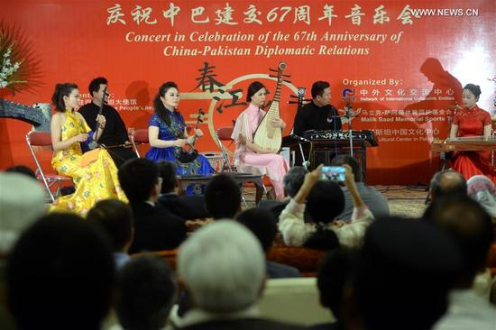 Chinese artists perform during a concert to celebrate the 67th anniversary of the establishment of China-Pakistan Diplomatic Relations in northwest Pakistan's Peshawar, on May 13, 2018. A Chinese concert was held in Peshawar on Sunday to celebrate the 67th anniversary of the establishment of China-Pakistan Diplomatic Relations. (Xinhua/Umar Qayyum)