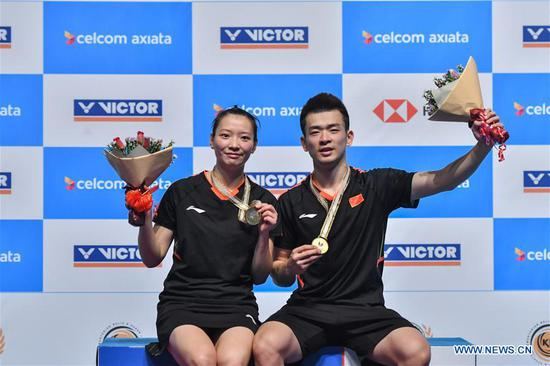 Zheng Siwei (R) and Huang Yaqiong of China pose during the awarding ceremony after the mixed doubles final match against Wang Yilyu and Huang Dongping of China at the Malaysia Badminton Open 2018 in Kuala Lumpur, Malaysia, July 1, 2018. Zheng Siwei and Huang Yaqiong won 2-0 to claim the title. (Xinhua/Chong Voon Chung)