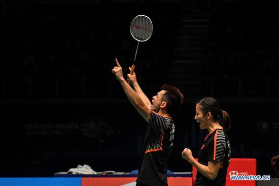 Zheng Siwei (L) and Huang Yaqiong of China celebrate after the mixed doubles final match against Wang Yilyu and Huang Dongping of China at the Malaysia Badminton Open 2018 in Kuala Lumpur, Malaysia, July 1, 2018. Zheng Siwei and Huang Yaqiong won 2-0 to claim the title. (Xinhua/Chong Voon Chung)