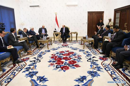 UN envoy to Yemen Martin Griffiths (4th L) talks to Yemen's President Abdu-Rabbu Mansour Hadi (C) in Aden, Yemen, on July 10, 2018. The United Nations special envoy for Yemen arrived Tuesday in the southern port city of Aden to discuss ongoing peace efforts with President Abdu-Rabbu Mansour Hadi. (Xinhua/Ismail Rabidhy)
