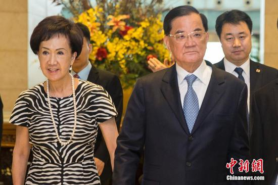 Former KMT chairman Lien Chan and his wife arrived in Beijing yesterday
