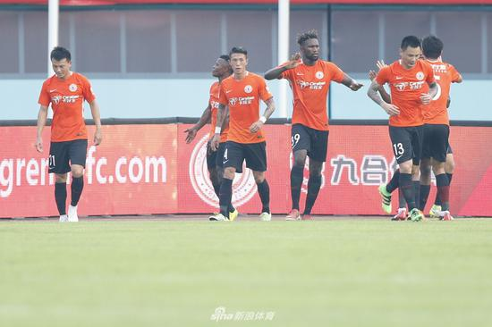 Shanghai SIPG smashes Beijing Renhe 5-1 in Chinese Super League