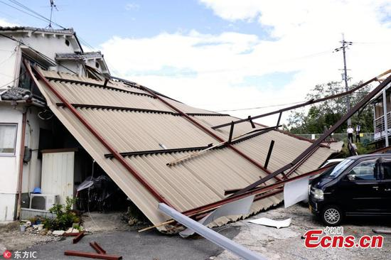 Typhoon Jongdari, packing winds of up to 180 kilometres an hour, made landfall at Ise in the Mie prefecture at around 1 am Saturday, according to the nation's meteorological agency.(Photo/IC)
