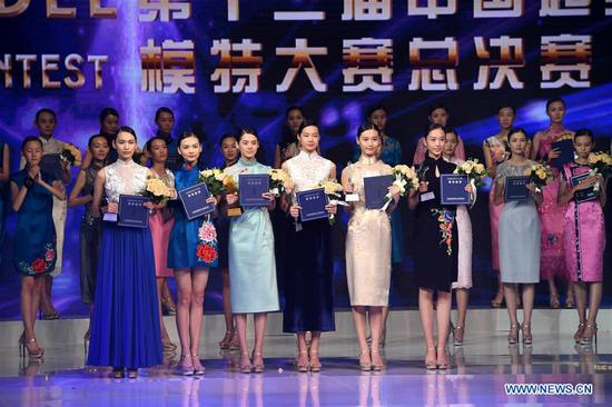 The champion, the runner-up and the second runner-up pose for photos during the 13th China Super Model Final Contest in Qingdao, east China's Shandong Province, Aug. 26, 2018. (Xinhua/Li Ziheng)