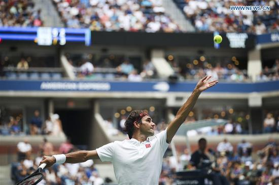 Roger Federer of Switzerland serves during the men's singles second round match against Benoit Paire of France at the 2018 US Open tennis Championships in New York, the United States, Aug. 30, 2018. Federer won 3-0. (Xinhua/Wang Ying)