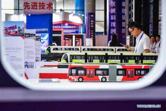 Photo taken on Sept. 13, 2018 shows bus models at the 15th China-ASEAN Expo in Nanning City, south China's Guangxi Zhuang Autonomous Region. High-tech exhibits attracted many visitors at the expo. (Xinhua/Li Mangmang)