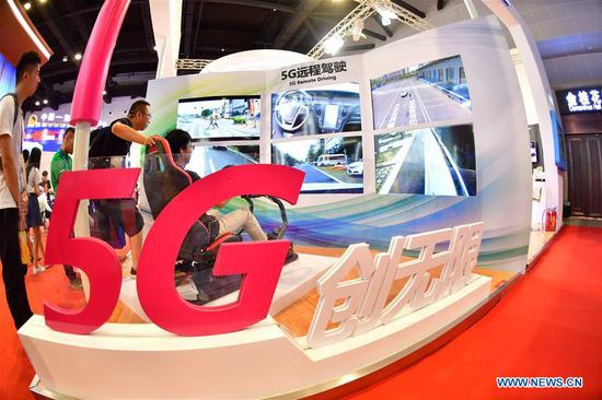 A visitor experiences 5G remote driving at the 15th China-ASEAN Expo in Nanning City, south China's Guangxi Zhuang Autonomous Region, Sept. 13, 2018. High-tech exhibits attracted many visitors at the expo. (Xinhua/Huang Xiaobang)