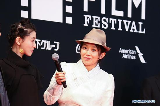 Chinese Director Degena Yun (R) is pictured on the red carpet for the opening ceremony of the 31st Tokyo International Film Festival, Tokyo, Japan, Oct. 25, 2018. (Xinhua/Peng Chun)