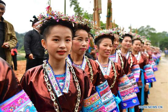 People of Dong ethnic group attend a harvest festival in Dongtou Village, Rongshui Miao Autonomous County, south China's Guangxi Zhuang Autonomous Region, Oct. 26, 2018. Local people celebrated harvest Friday through various activities like fish feast, singing and playing lusheng. (Xinhua/Huang Xiaobang)