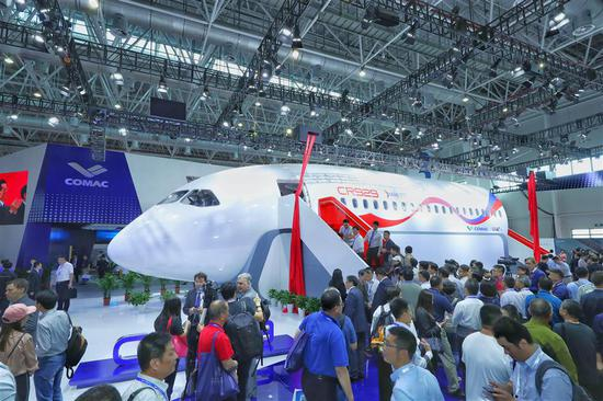 A full-scale prototype of part of the CR929, the first long-haul jet developed by China and Russia, makes its debut on Tuesday at the Airshow China in Zhuhai, south China's Guangdong Province.
