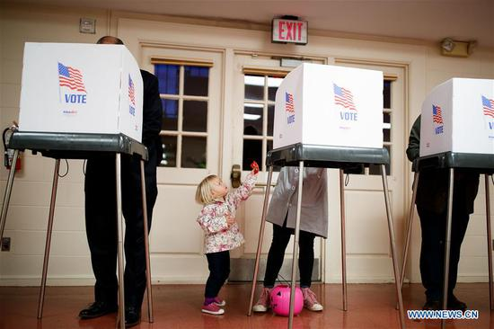 People vote during the midterm elections at a polling station in Chevy Chase, Maryland, Nov. 6, 2018. The U.S. Republican Party on Tuesday managed to maintain a Senate majority in the 2018 midterm elections, according to projections from multiple U.S. news outlets. (Xinhua/Ting Shen)