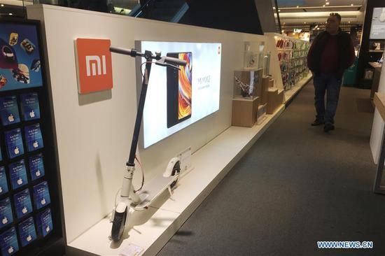 Photo taken on Nov. 25, 2018 shows a Mi product in a shopping mall in Barcelona, Spain. More and more Spanish consumers accept Chinese high-tech brands, which now can be seen in daily life across Spain. (Xinhua/Zheng Huansong)