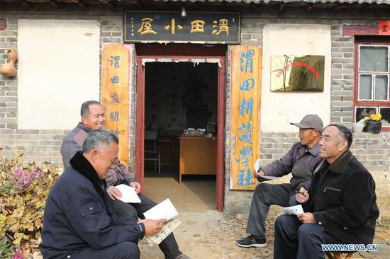 Members of a study group exchange ideas in Xiagezhuang Township in Laixi, east China's Shandong Province, Nov. 29, 2018. (Xinhua/Ding Hongfa)