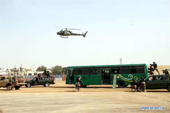 Pakistani soldiers participate in an anti-terrorism drill in Pakistan's southern port city of Karachi, on Nov. 29, 2018. Pakistan's armed forces presented an air show and anti-terrorism demonstration in Karachi as part of the 10th edition of the International Defense Exhibition and Seminar (IDEAS-2018). (Xinhua/Stringer)