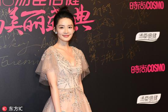 Chinese actress Li Qin poses as she arrives on the red carpet for the 2018 Cosmo Beauty Awards Ceremony in Shanghai, China, Nov 28, 2018. [Photo/IC]