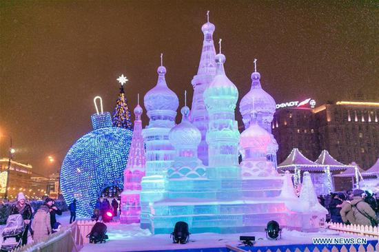 Photo taken on Jan. 3, 2019 shows an ice sculpture of Saint Basil's Cathedral in Moscow, Russia. Moscow ice festival opened in Victory Park from Dec. 29, 2018 to Jan. 13, 2019. (Xinhua/Bai Xueqi)