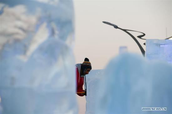 A contestant carves an ice sculpture during an international ice sculpture competition in Harbin, capital of northeast China's Heilongjiang Province, Jan. 3, 2019. (Xinhua/Wang Song)