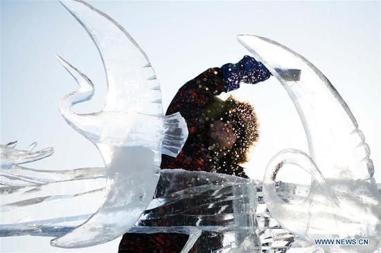 A contestant makes an ice sculpture during an international ice sculpture competition in Harbin, capital of northeast China's Heilongjiang Province, Jan. 3, 2019. (Xinhua/Wang Jianwei)