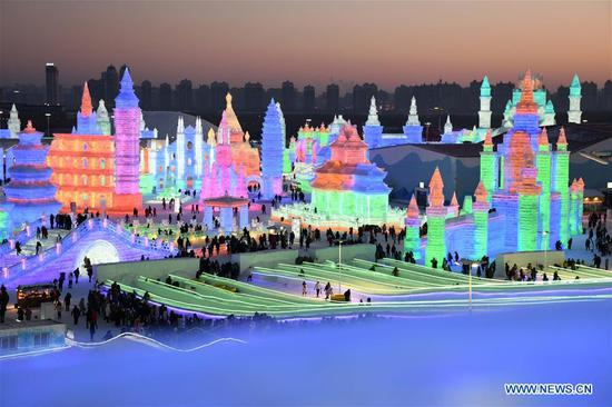 Tourists visit the Ice-Snow World in Harbin, capital of northeast China's Heilongjiang Province, Jan. 5, 2019. The 35th Harbin International Ice and Snow Festival kicked off here on Saturday. (Xinhua/Wang Jianwei)