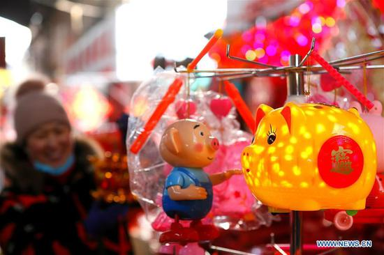Photo taken on Jan. 8, 2019 shows New Year decorations at a market in Jimo District of Qingdao, east China's Shandong Province. People are busy buying New Year decorations to greet the upcoming Lunar New Year, which starts from the first day of the first month of the Chinese lunar calendar, or Feb. 5 this year. (Xinhua/Liang Xiaopeng)