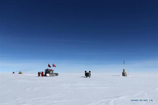 Members of China's 35th Antarctic expedition team arrive at the area of the Dome Argus (Dome A), the peak of Antarctica's inland icecap, in Antarctica, Jan. 16, 2019. (Xinhua/Liu Shiping)