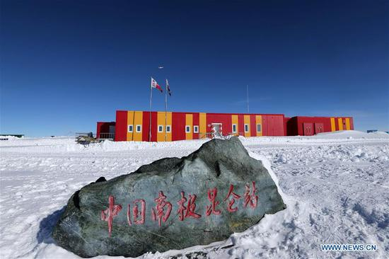 China's first fixed-wing aircraft for polar flight Snow Eagle 601 lands at the Kunlun Station at about 4,000 meters above the sea level near Dome A, Jan. 18, 2019. Snow Eagle 601 landed successfully at the airport of Kunlun Station on Friday, the third time the aircraft landed successfully in the airport since its use. (Xinhua/Liu Shiping)